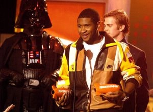 Usher accepts Favorite Male Singer from Darth Vader and Hayden Christensen