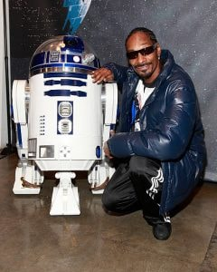 Rapper Snoop Dogg and R2-D2